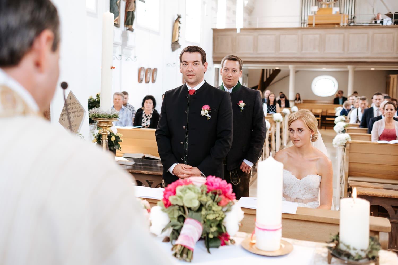 Lichtbetont Fotograf Hochzeit Hohenkammer - Schloss - Ingolstadt - Bayern - Augsburg - Neuburg - Eichstätt - Pfaffenhofen - bester Hochzeitsfotograf - Hochzeitsfotos Altmühltal - Ilm_0012