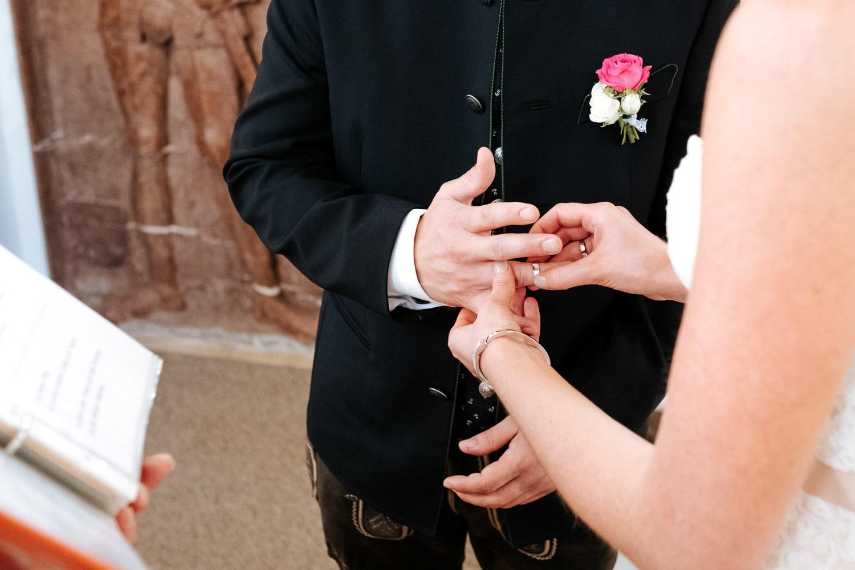 Lichtbetont Fotograf Hochzeit Hohenkammer - Schloss - Ingolstadt - Bayern - Augsburg - Neuburg - Eichstätt - Pfaffenhofen - bester Hochzeitsfotograf - Hochzeitsfotos Altmühltal - Ilm_0016