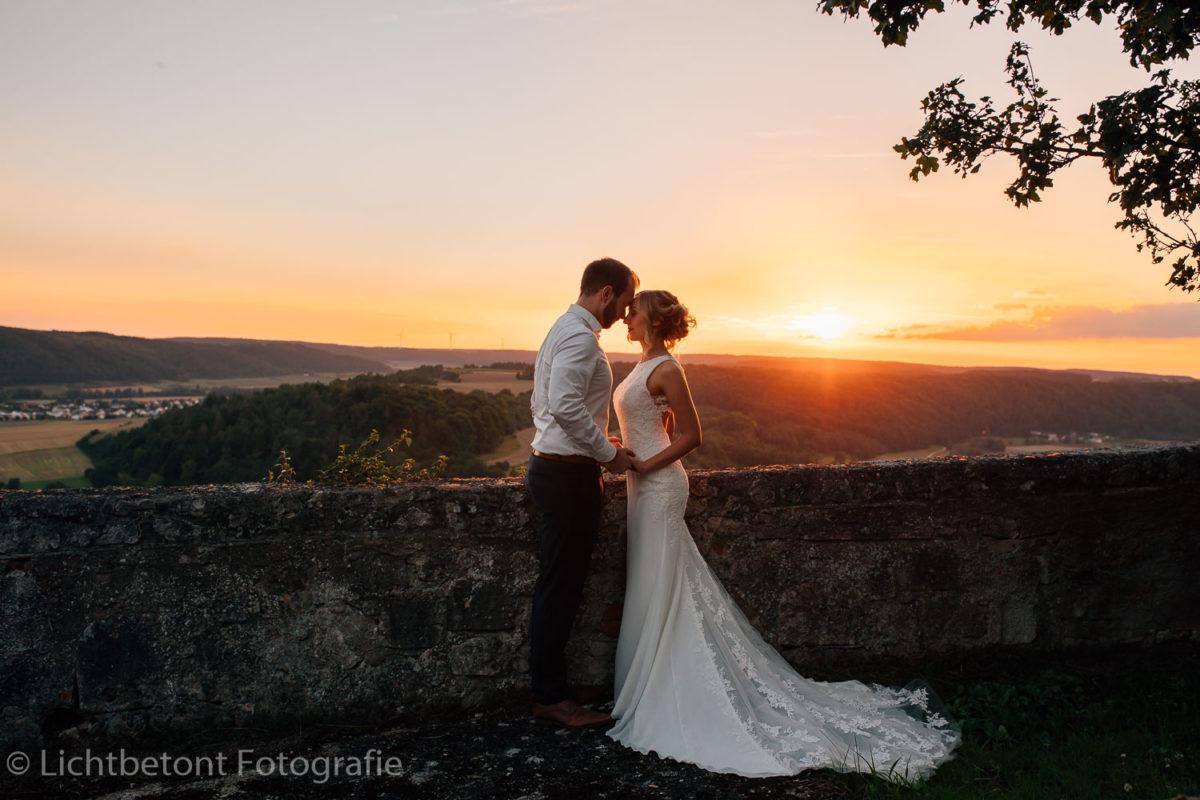 Lichtbetont - Fotograf - Hochzeit - Ingolstadt - Eichstätt - Augsburg - Neuburg - Shooting - München - Bayern - Altmühltal - Afterwedding - Hochzeitsfoto - Abendsonne_29